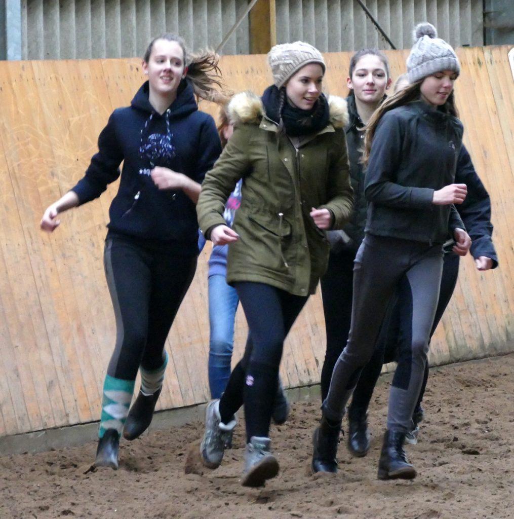 Junge Reiterinnen Stream